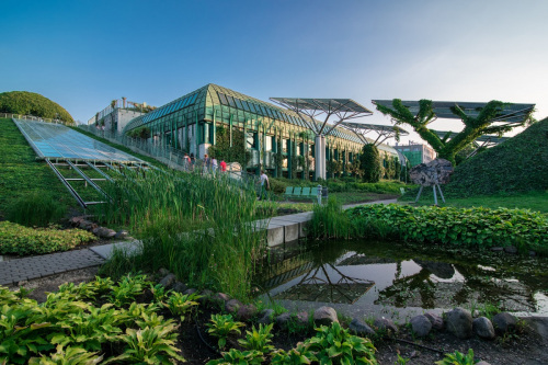 Roof gardens – attraction of the University of Warsaw Library.